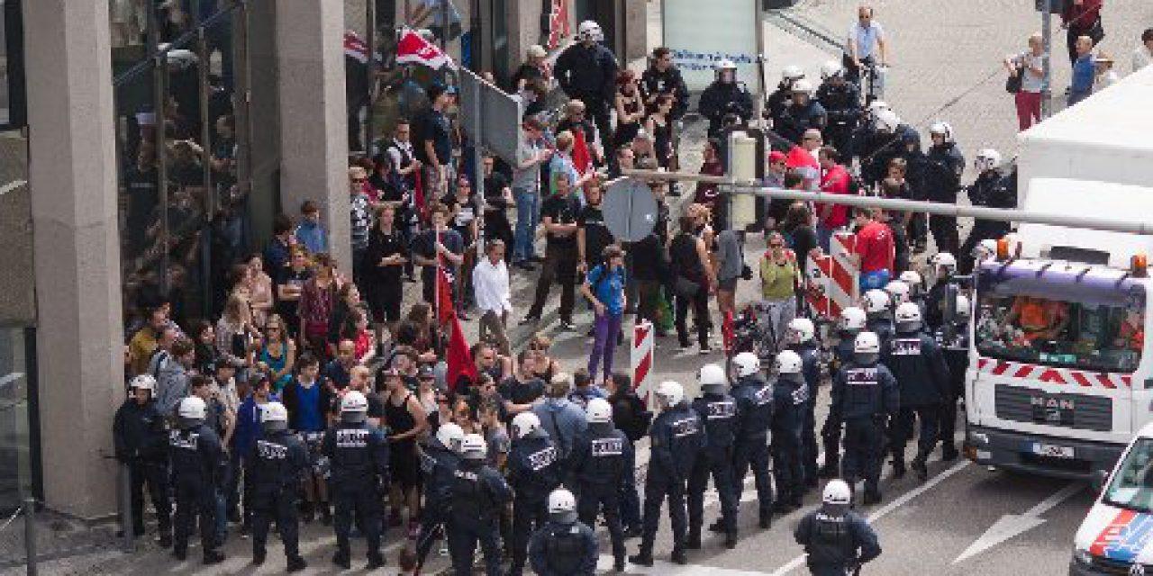 Proteste gegen Propaganda-Tour der NPD in Stuttgart