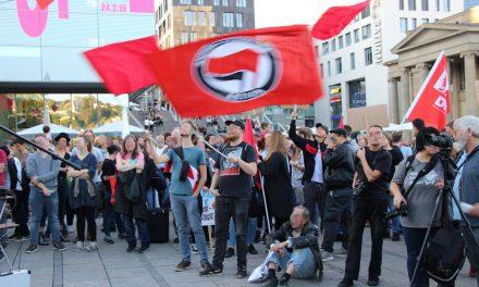 Kundgebung und Spontandemo am Abend der Bayernwahl in Stuttgart