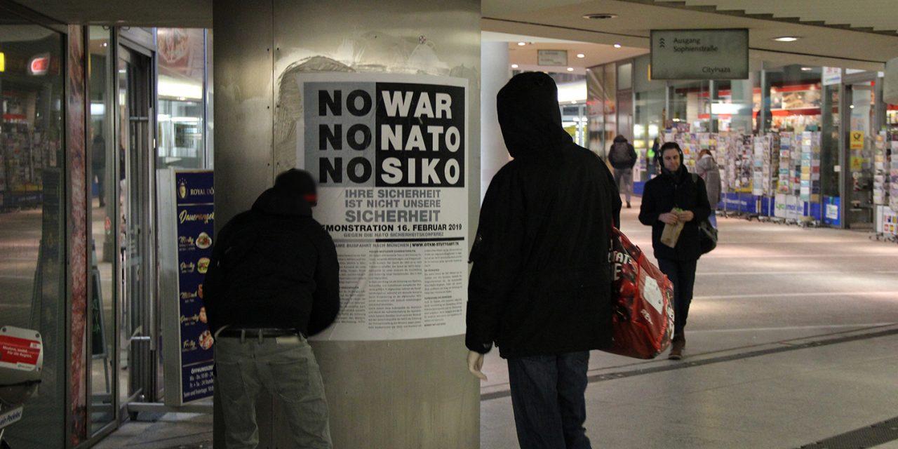 Plakataktion in Stuttgart gegen die NATO Sicherheitskonferenz in München