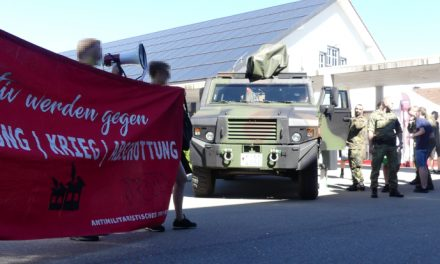 """Gegen Bundeswehr und Krieg auf der Jobmesse """"starter"""" in Rottweil"""