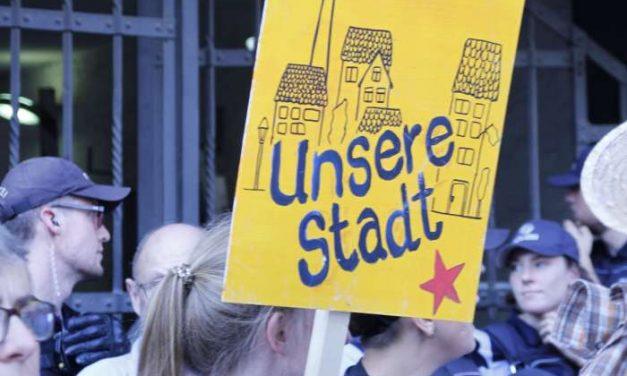 Video von Protesten und Blockaden gegen Immobiliendialog