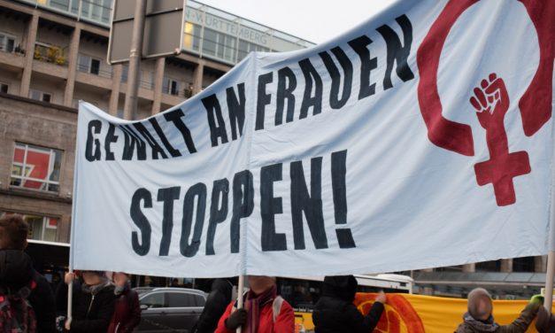 Straßenblockaden am internationalen Tag gegen Gewalt an Frauen